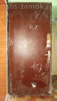 Вид до реставрации металлической двери