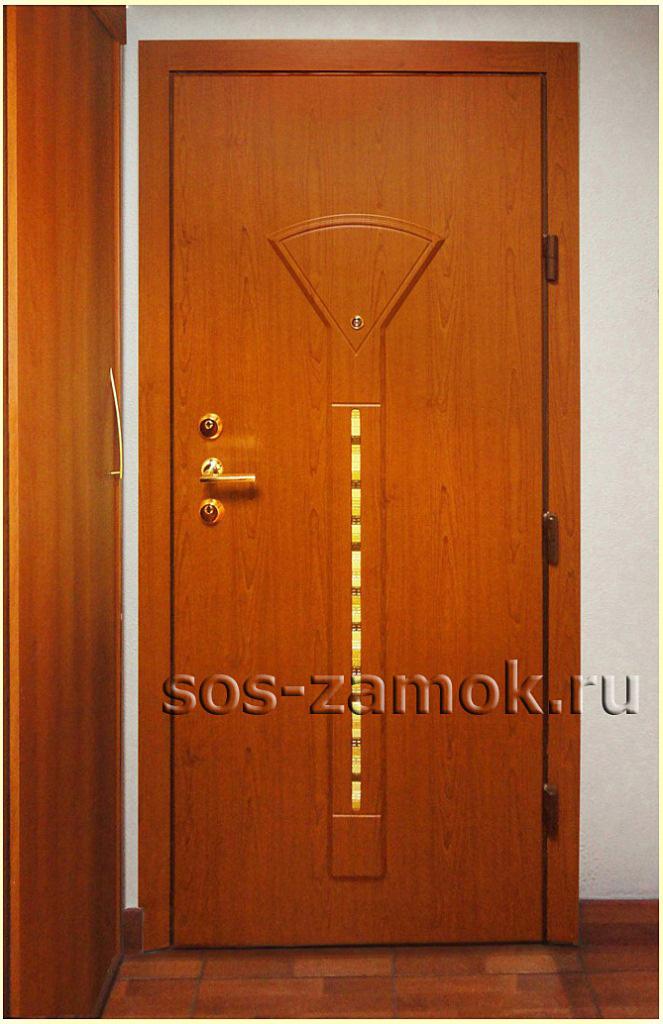 Готовая дверь после установки МДФ накладок
